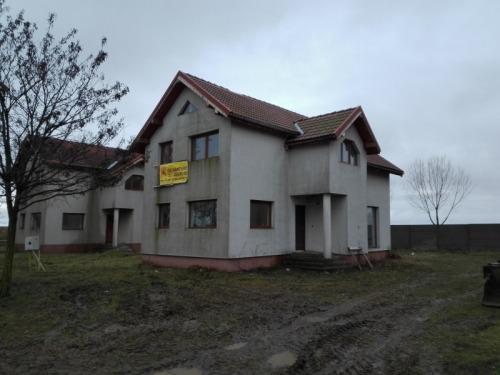 Casa 110 mp si teren 450 mp  s