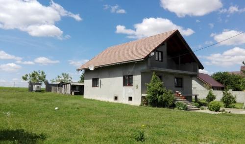 Casa si teren 897 mp  sat Reus