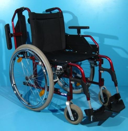 Rulant cu cadru rosu invalizi